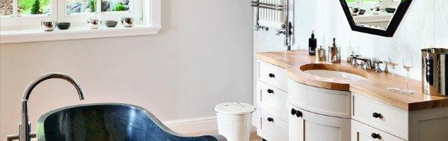 Aranżacja łazienki. Meble łazienkowe na dużej przestrzeni