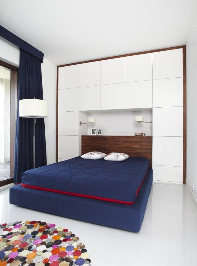 Agresywne kolory mebli w aranżacji sypialni