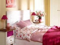 Jak urządzić sypialnię? Romantyczna sypialnia