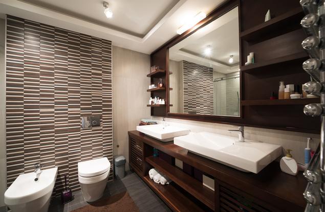 Jak zaprojektować łazienkę? Brązowa łazienka