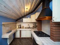 Aranżacja kuchni ze skosem - styl rustykalny