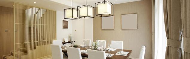 Jasna jadalnia w stylu klasycznym – elegancki wystrój wnętrz